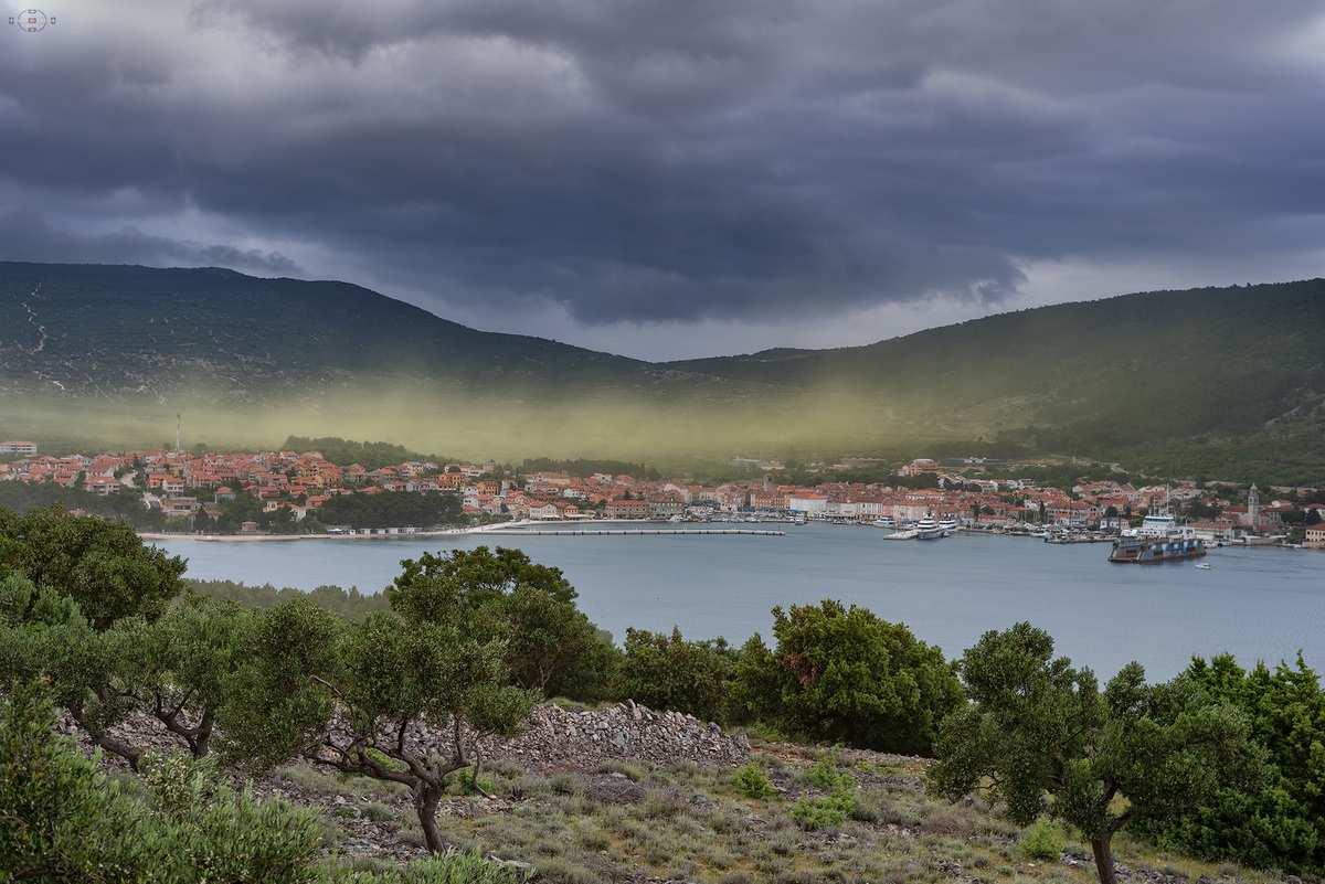 Hihetetlen videó: sárga köd borítja be a horvát tengerpartot