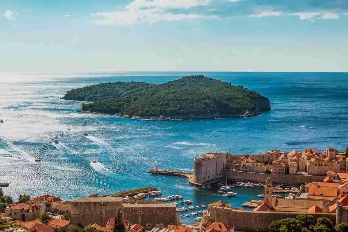 Lokrum: szezonkezdet a dubrovnikiak kedvenc szigetén
