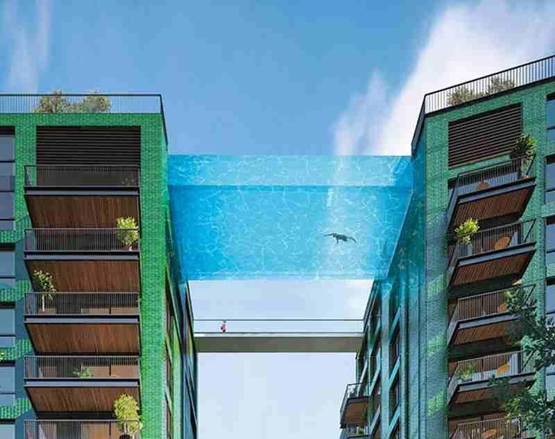 Hihetetlen látvány ez a londoni medence a magasban
