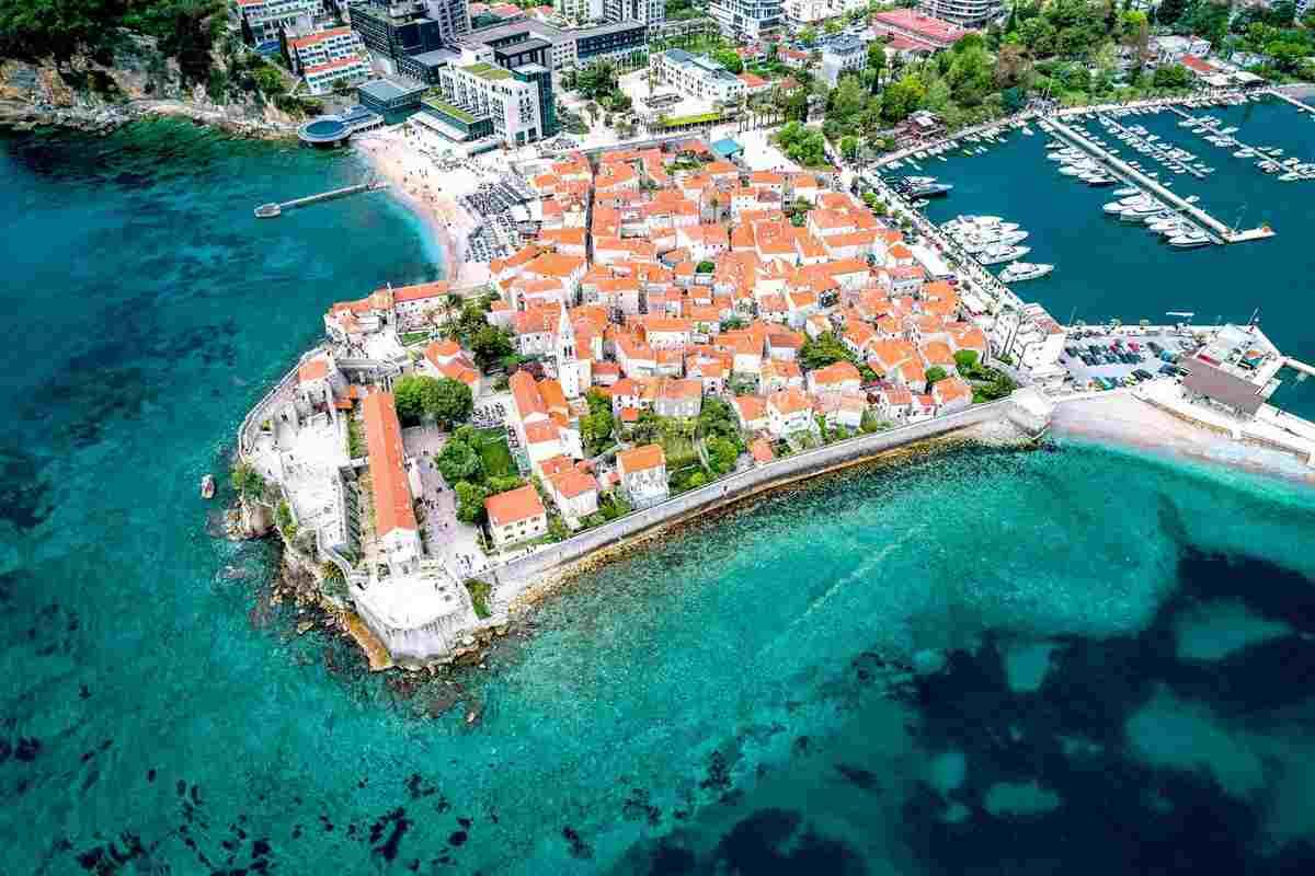 A magyarok korlátozások nélkül utazhatnak Montenegróba