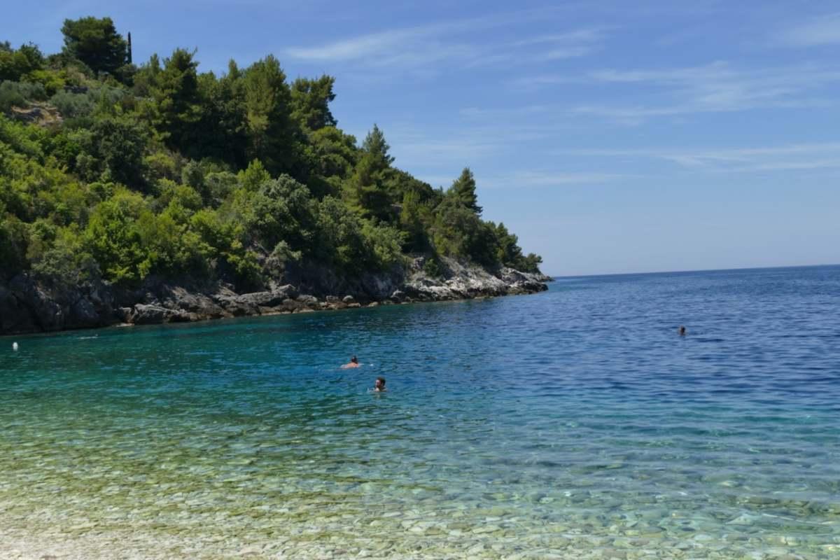 Kristálytiszta az adriai horvát strandok vize június elején